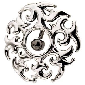 Bauchnabel Piercing mit einem keltischen Motiv