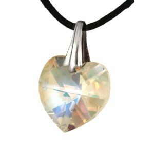 Swarovski-Kristallherz schimmernd mit einer Kordelkette