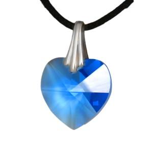 Swarovski-Kristallherz blau mit einer Kordelkette