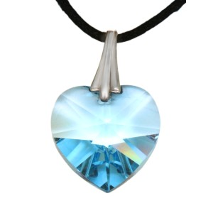 Swarovski-Kristallherz hell blau mit einer Kordelkette