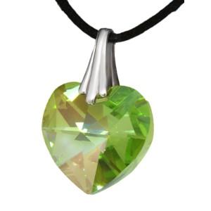 Swarovski-Kristallherz hell grün mit einer Kordelkette