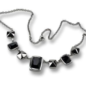 Halscollier aus Edelstahl mit schwarzen Kristallen