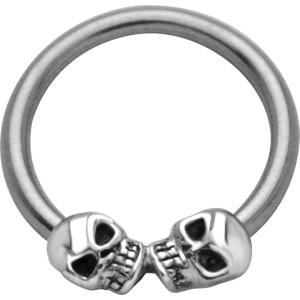 Ball Closure Ring mit zwei Totenköpfen