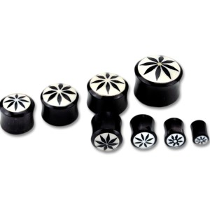 Organix Plug mit einem Blüten Motiv, schwarz auf weiß, verschiedene Größen