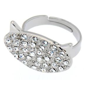 Ring mit einem Katzenkopf und Kristallen