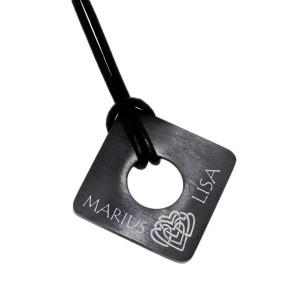 Kettenanhänger viereckig aus Edelstahl PVD schwarz beschichtet mit individueller Gravur