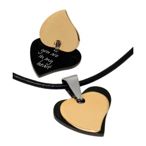 Doppelherz-Anhänger aus PVD beschichtetem Edelstahl mit Ihrer Wunschgravur, schwarz und gold