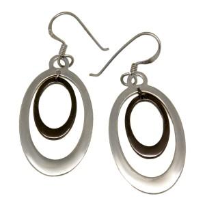Ohrhänger oval aus 925 Silber mit innen edel beschichtetem Element