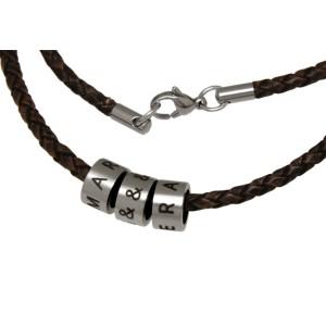 Namenskette Halskette aus geflochtenem braunen oder schwarzen Leder, mit 3 Elementen aus Edelstahl mit individueller Gravur