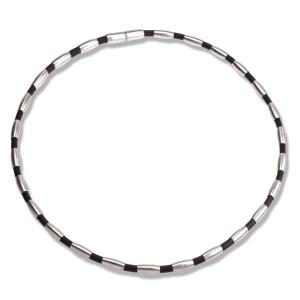 Halskette mit Stahl und Kautschuk