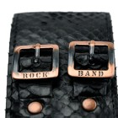 Rockband aus Leder in schwarzer Schlangen Optik mit einem runden Obsidian