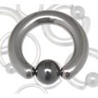 BCR aus poliertem Titanium mit einer Hematit Klemmkugel in verschiedenen Stärken und Durchmessern
